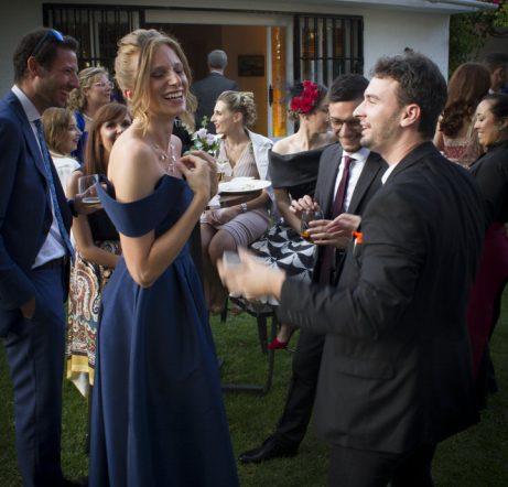 Espectador reacciona a la magia de Olivier en una boda en Marbella